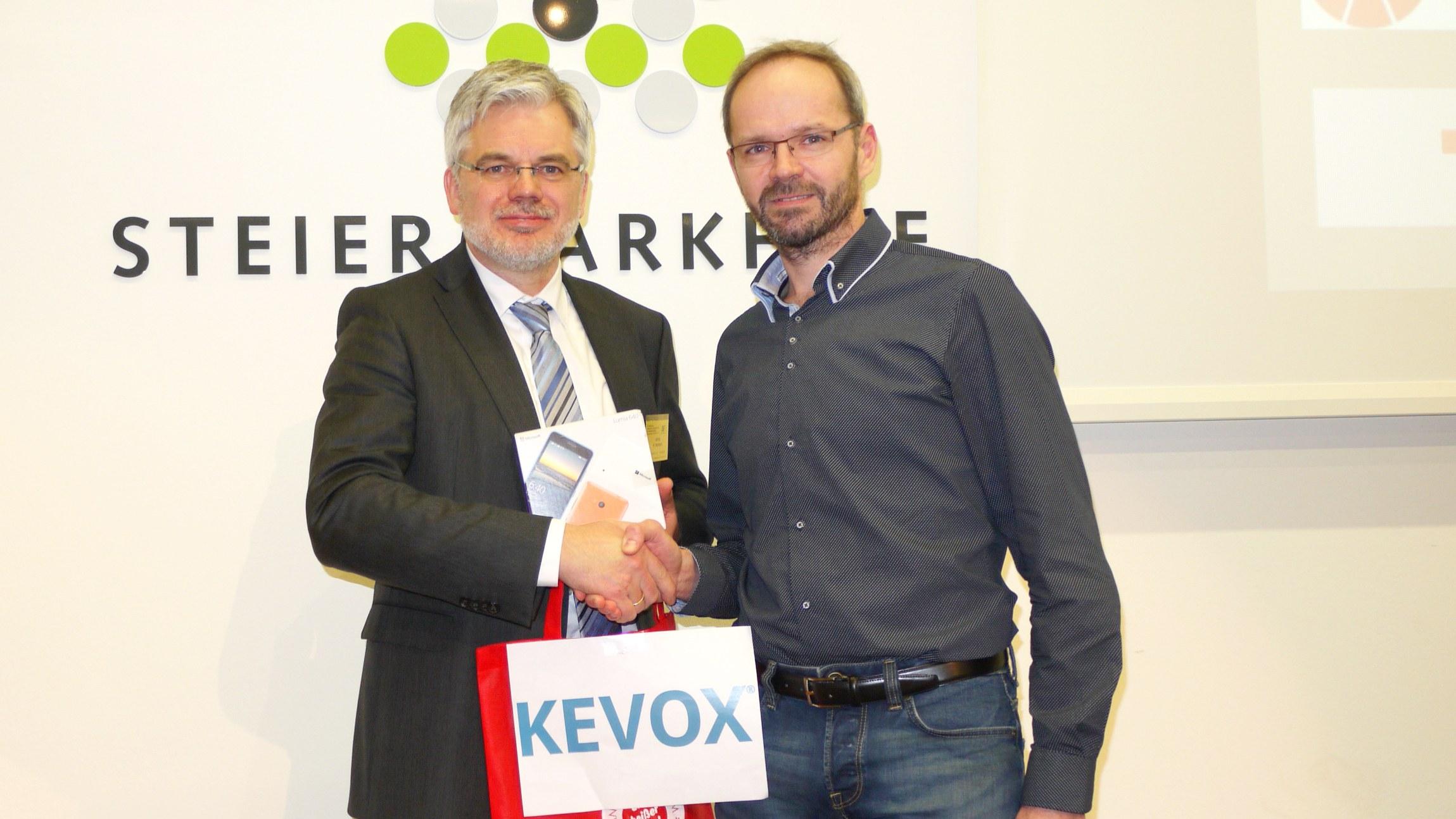 BFA-Aprilsymposion_8.4.16_KEVOX ueberreicht Hauptpreis