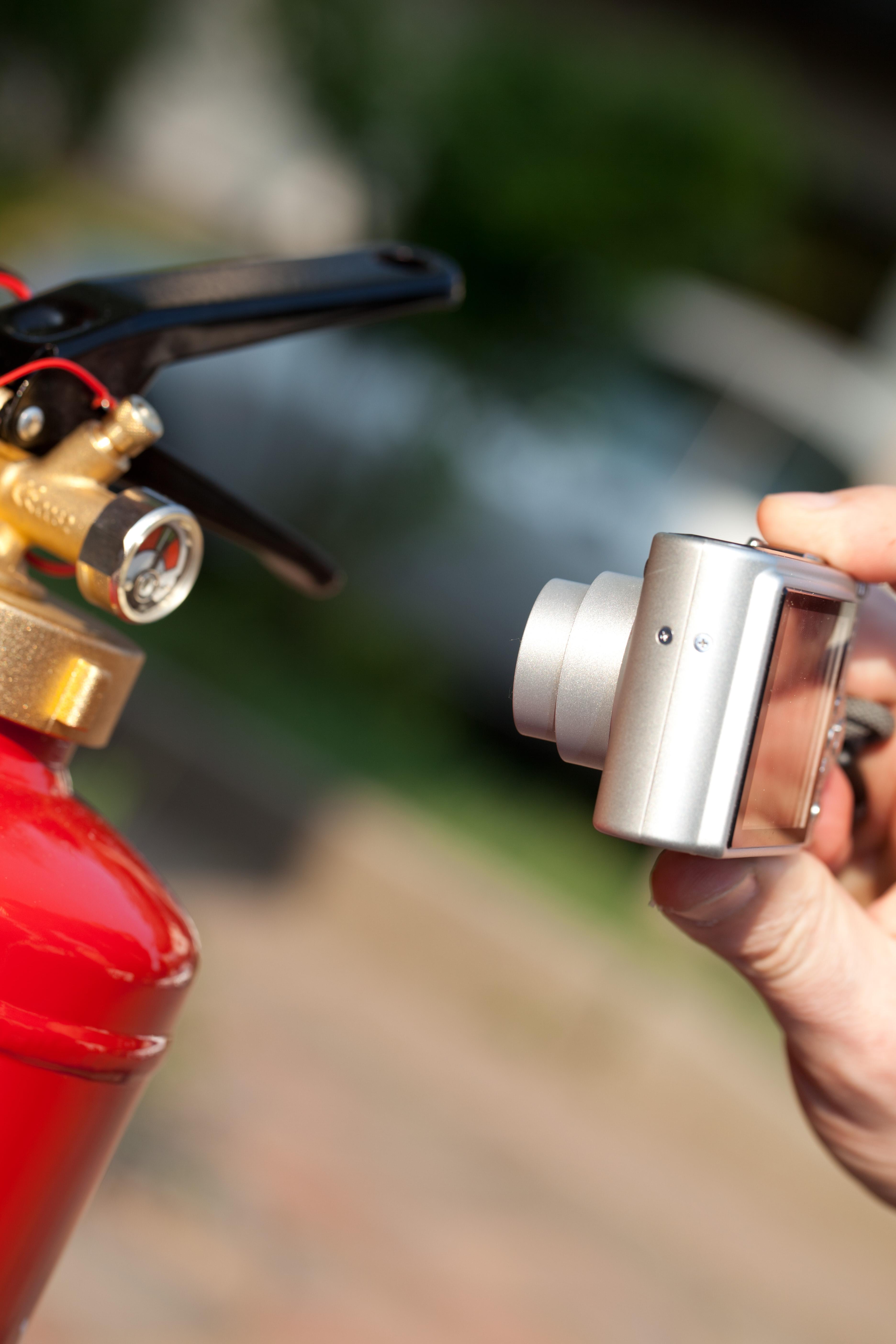 Fotodokumentation im brandschutz frueher mit einer Digitalkamera heute direkt mit dem Tablet PC und KEVOX