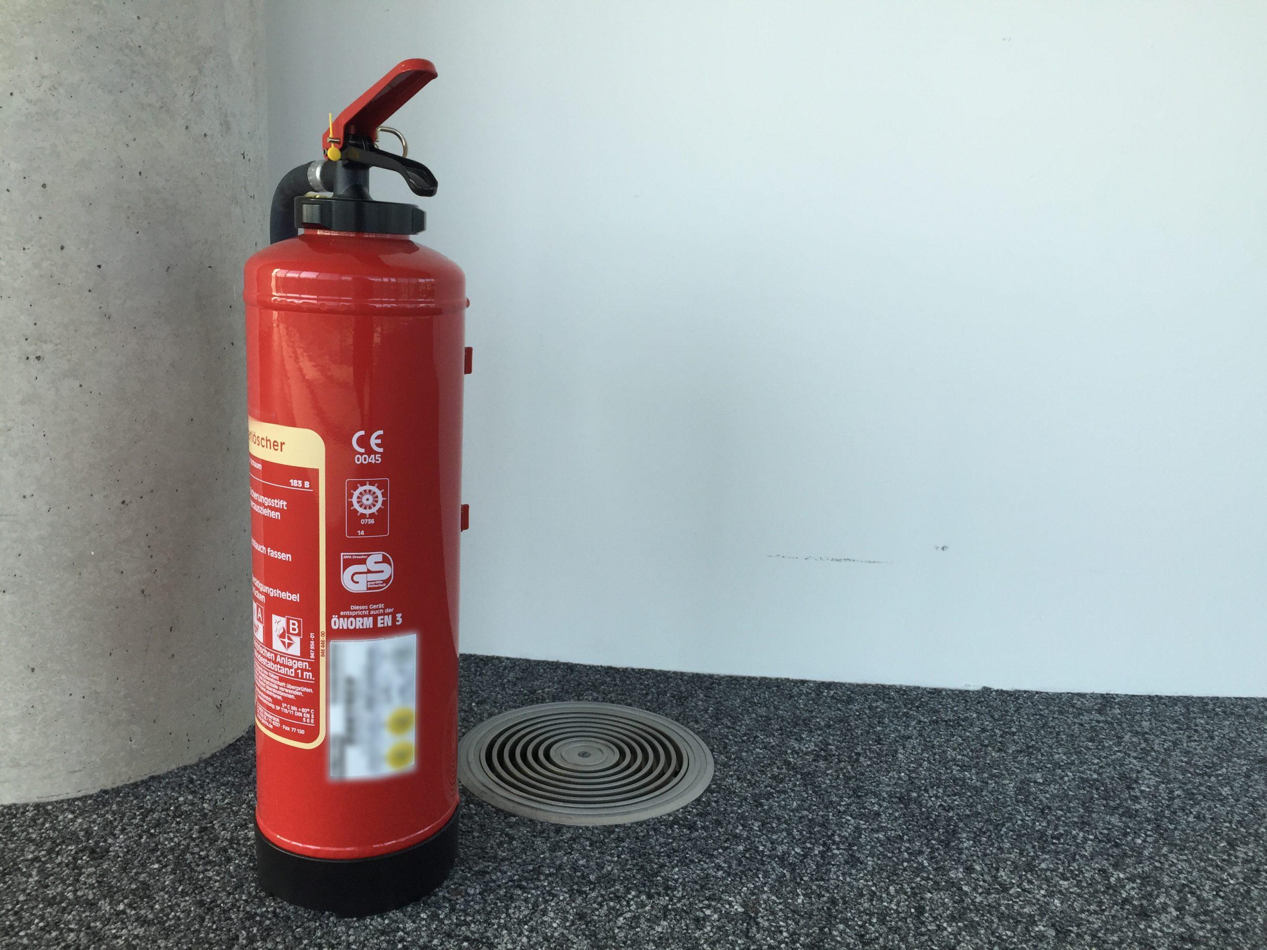 Brandschutzmangel Feuerlöscher nicht in der Halterung